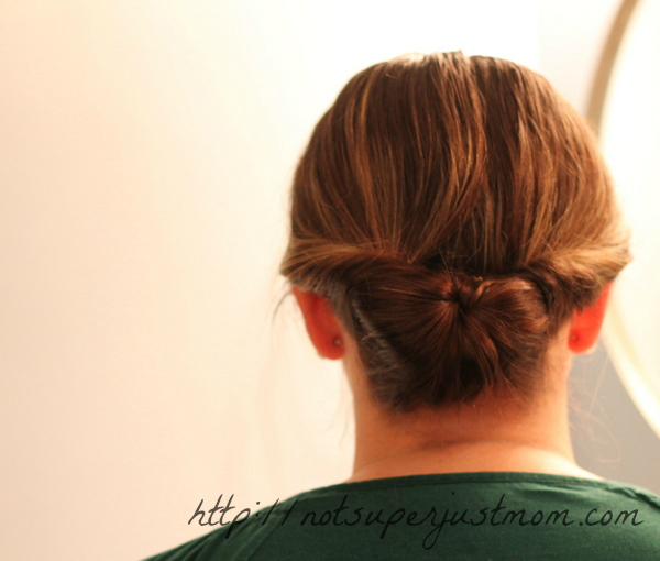 low tucked bun, everyday hairstyle, super easy